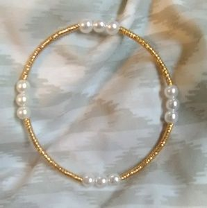 Jewelry - NEW (Gold/White) Beaded Bracelet